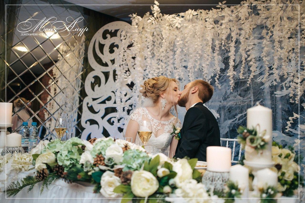 Свадебные фото кольца голубей длинный зеленый